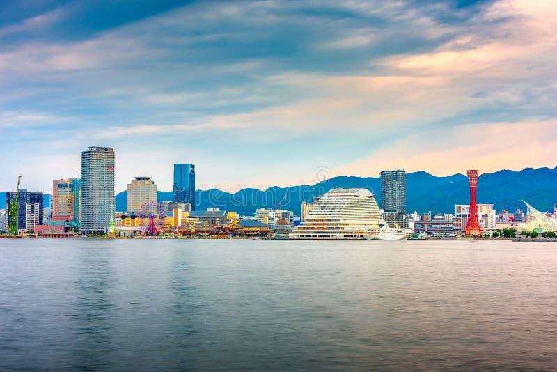 神户,日本在黄昏的口岸地平线 免版税库存照片