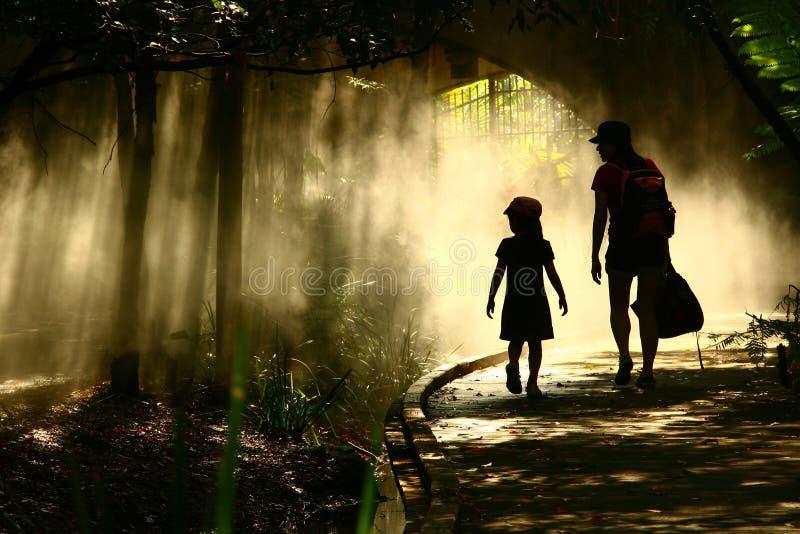 神秘庭院的旅途 免版税图库摄影
