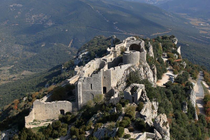 神秘的卡特里派堡垒Peyrepertuse的废墟 库存图片