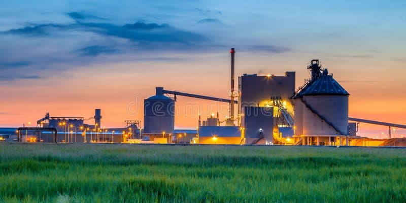 神秘的工业化工工厂细节 免版税图库摄影
