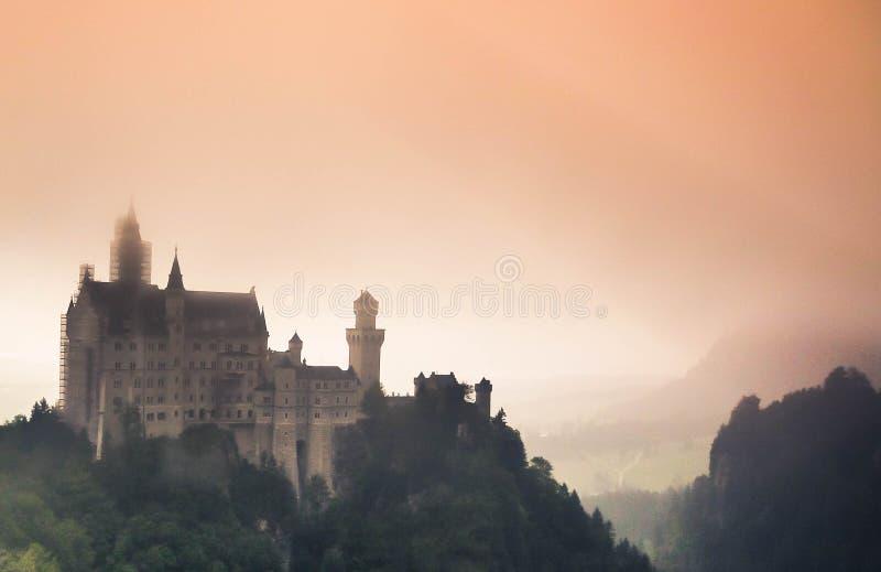 神秘的新天鹅堡城堡 免版税图库摄影