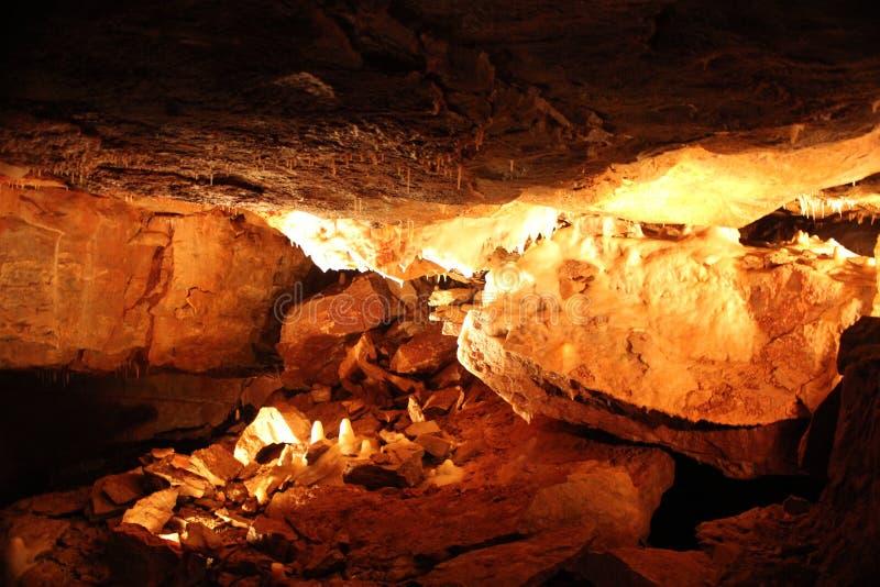 神秘的洞穴-钟乳石和石笋- 11 免版税库存照片