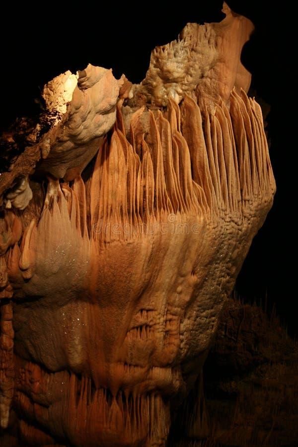神秘的洞穴-钟乳石和石笋 免版税图库摄影
