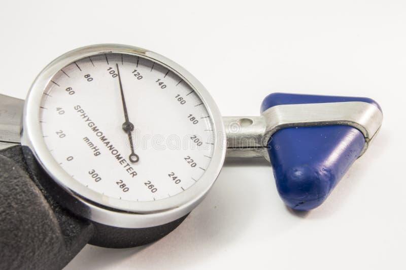??????? 神经学反射锤子和血压计有动脉正常生理显示的  免版税库存图片