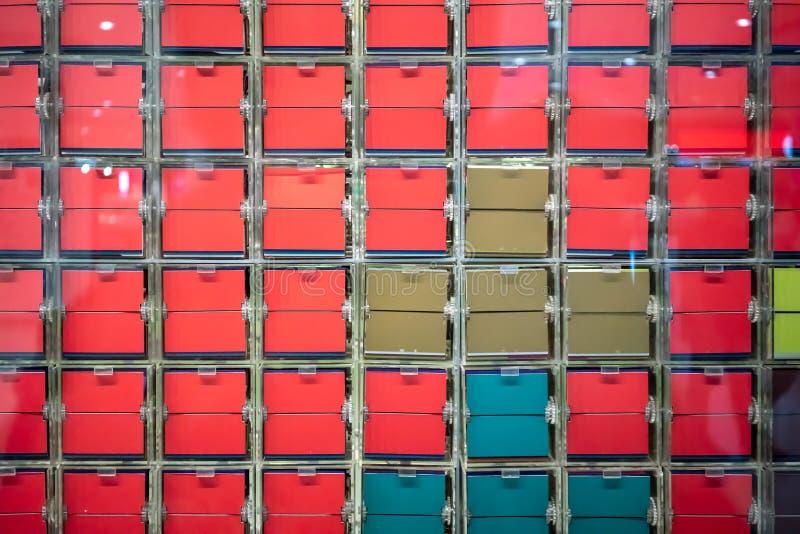 神色通过翻转由comp的五颜六色的板材控制窗口  免版税库存照片