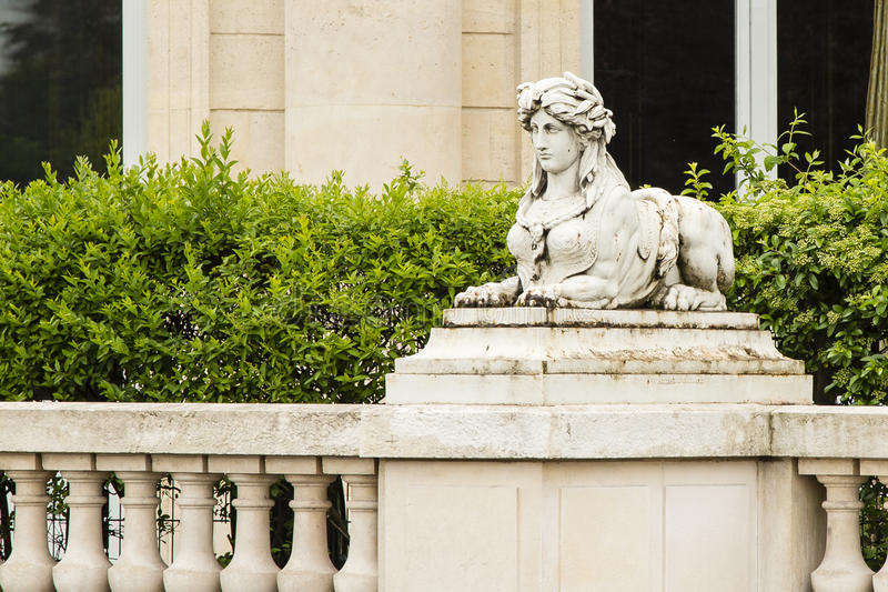神话杂种女性罗马朝向的狮身人面象雕象 库存照片