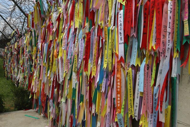 祷告丝带在板门店解除军事管制区域韩国 库存图片