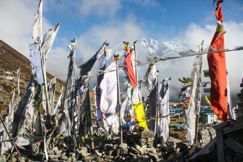 祷告旗子:人民的纪念品在地震丢失了2015年 免版税库存照片