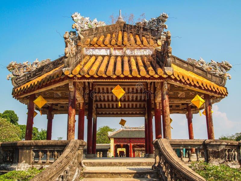 禁止的紫色城市颜色的越南塔 免版税库存图片