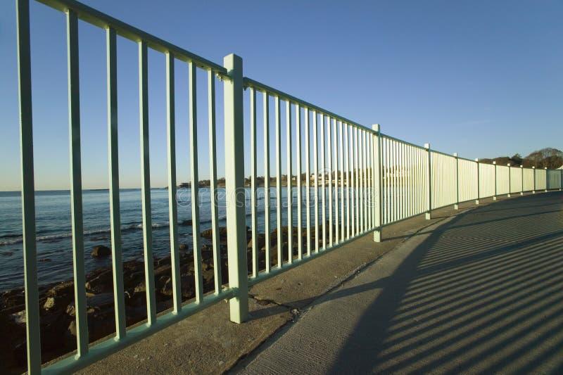 禁界线峭壁步行,纽波特罗德岛州Cliffside豪宅  图库摄影