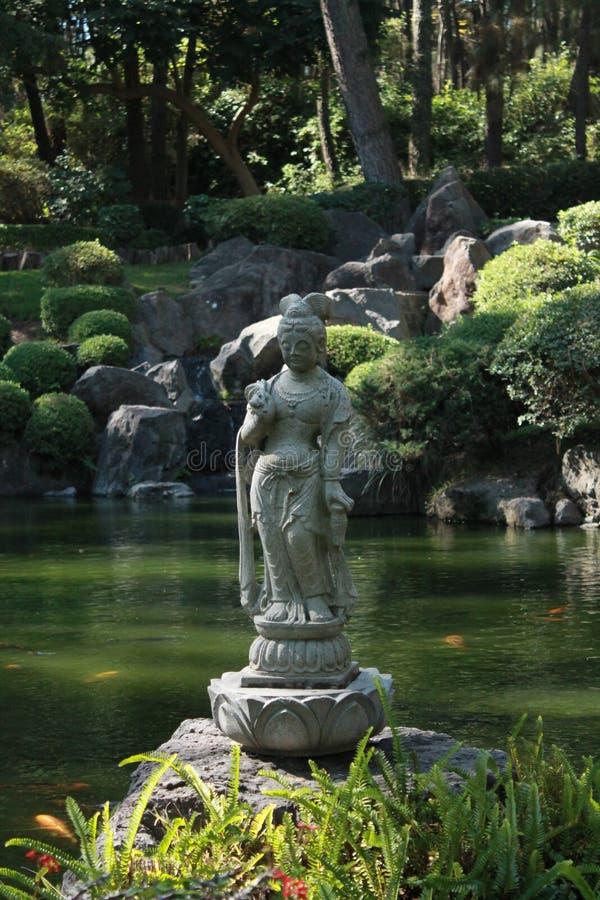 禅宗雕象在庭院里 免版税库存照片