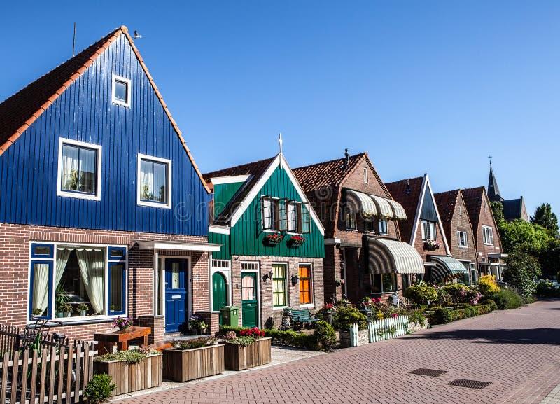 福伦丹,荷兰- 2014年6月18日:传统房子&街道在荷兰镇福伦丹,荷兰 图库摄影