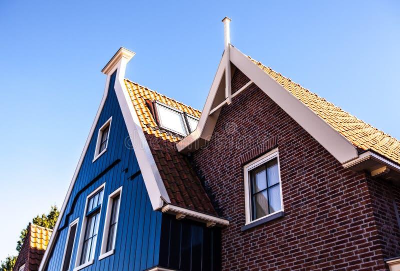 福伦丹,荷兰- 2014年6月18日:传统房子&街道在荷兰镇福伦丹,荷兰 免版税库存图片