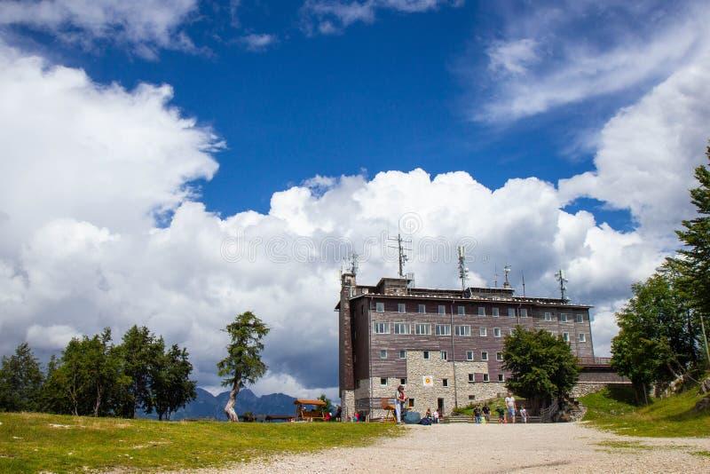 福格尔滑雪场区域夏天视图在斯洛文尼亚 库存照片