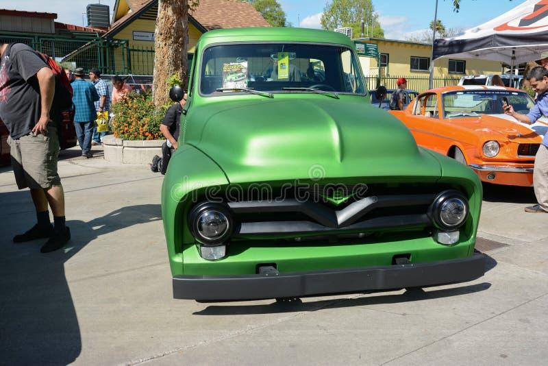 福特提取旧车改装的高速马力汽车V-8 库存图片