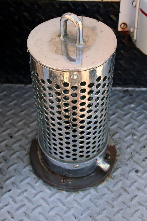 1940年福特霍华德木桶匠消防车镀铬物桶过滤器 免版税库存图片