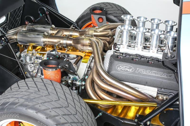 福特GT40赛车勒芒引擎海湾被隔绝的白色背景演播室射击 库存照片