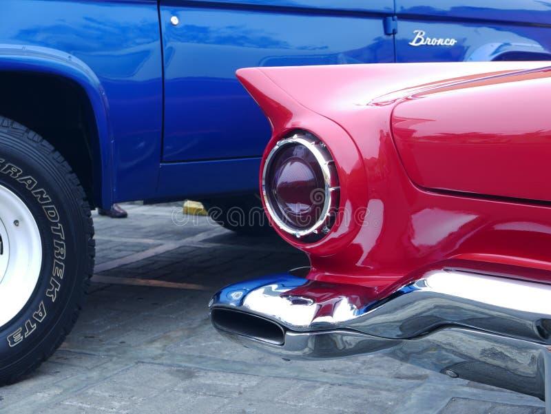 福特Thuderbird小轿车垂直稳定器和防撞器在利马展示 免版税库存图片
