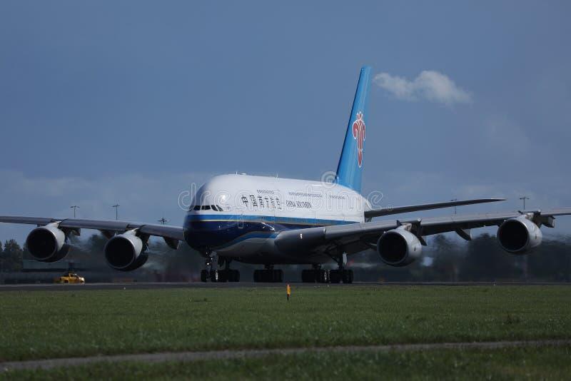 离开从史基普机场,AMS的中国南部的A380 免版税图库摄影
