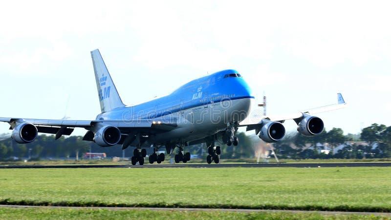 离开从斯希普霍尔机场, AMS的KLM荷兰皇家航空公司747喷气机 库存照片