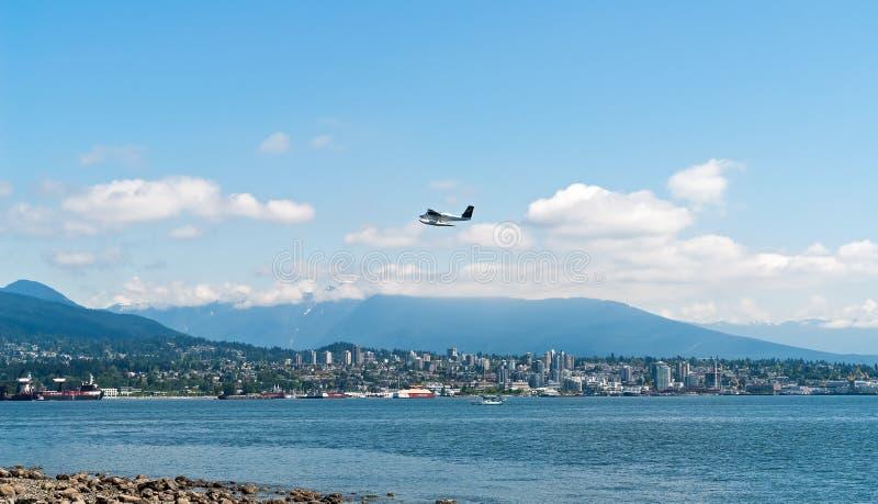 离开在温哥华海湾的水上飞机- BC,加拿大 免版税图库摄影