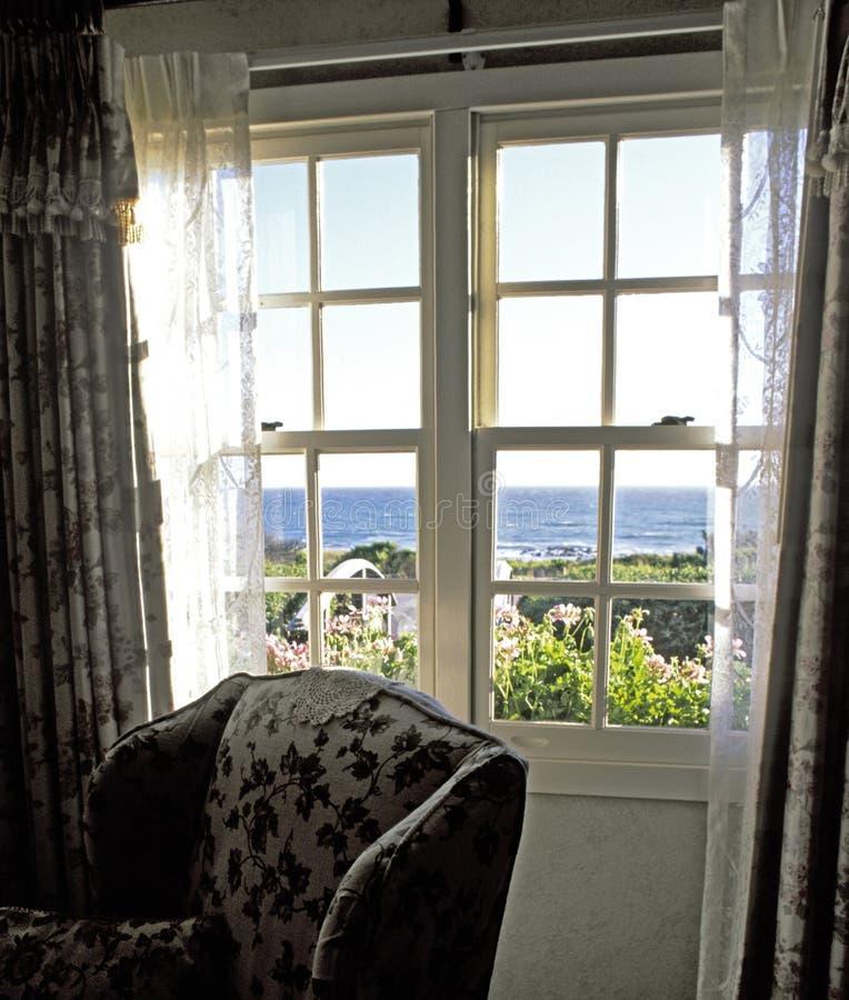 Download 离开浪漫 库存照片. 图片 包括有 客舱, 前面, 海洋, 浪漫, 庭院, 窗帘, 平静, 视窗, 火箭筒, 视图 - 63226