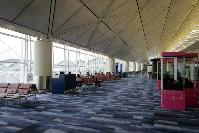离开终端等待的门在香港机场 免版税图库摄影