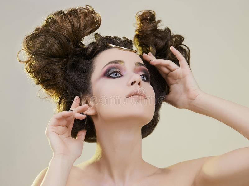秀丽、妇女有构成的和发型 库存图片