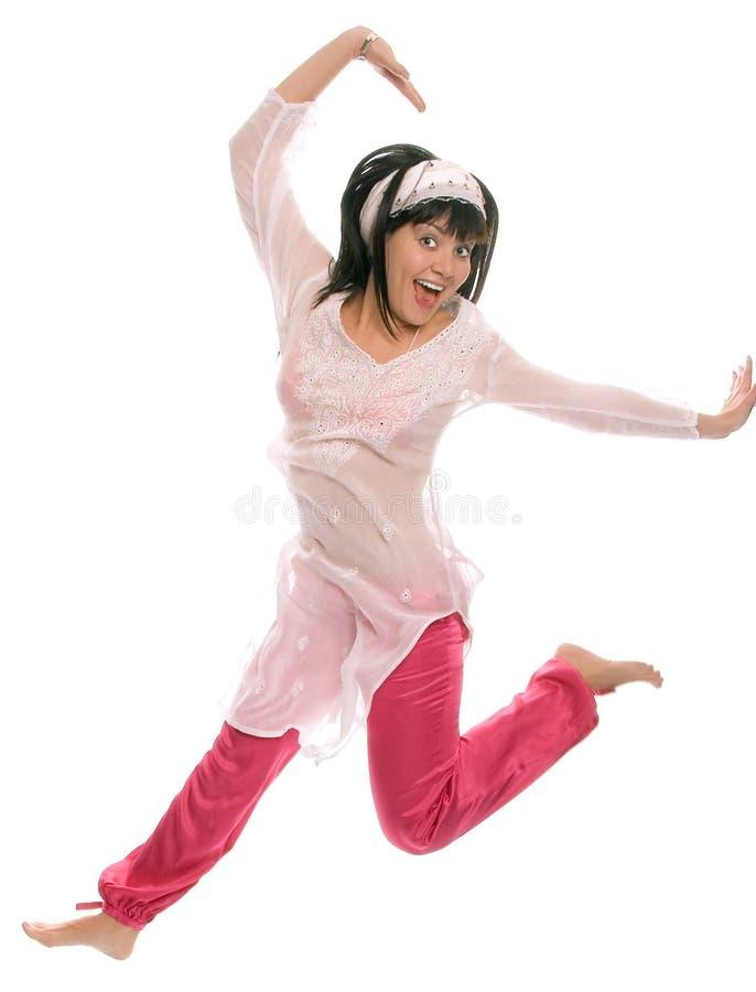 秀丽东部女孩跳微笑 库存照片