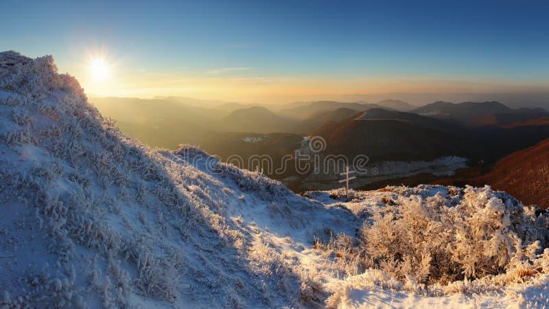 秀丽冷淡的山全景日落 库存图片