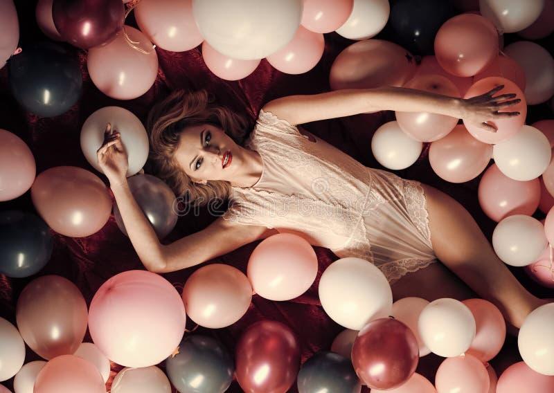 秀丽和时尚,化妆用品,葡萄酒 免版税库存照片