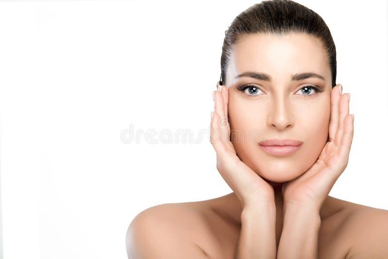 秀丽和skincare概念 自然少妇面孔 免版税库存照片
