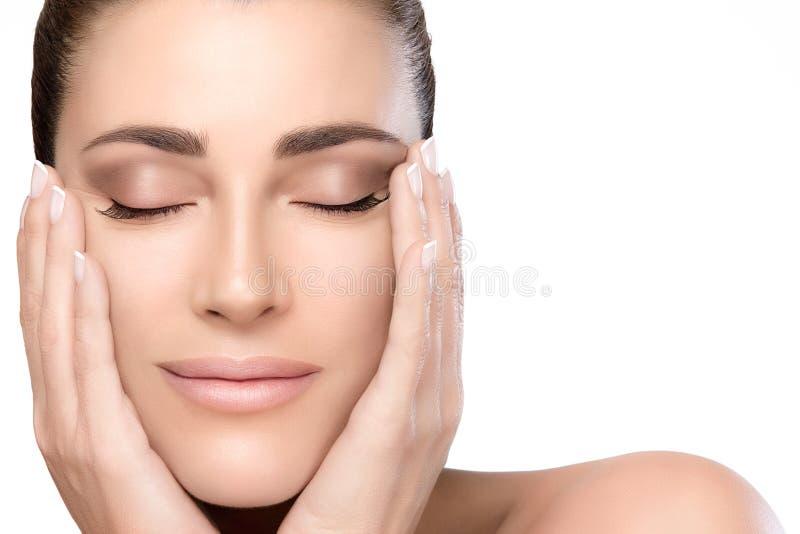 秀丽和skincare概念 自然少妇面孔 免版税库存图片