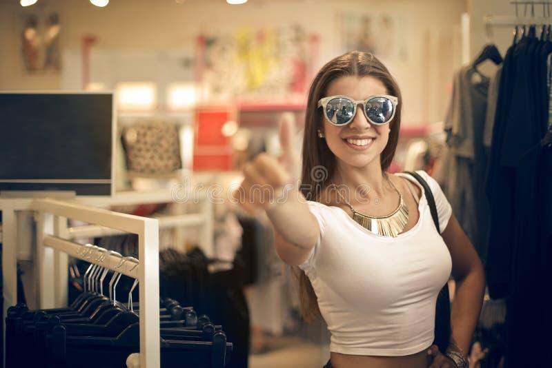 秀丽在商店 图库摄影