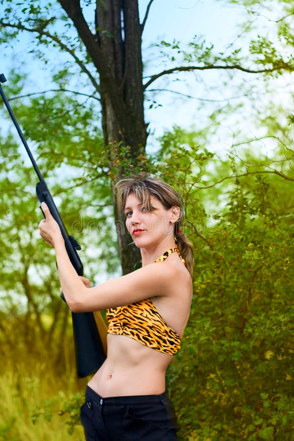 秀丽女孩枪妇女 库存照片