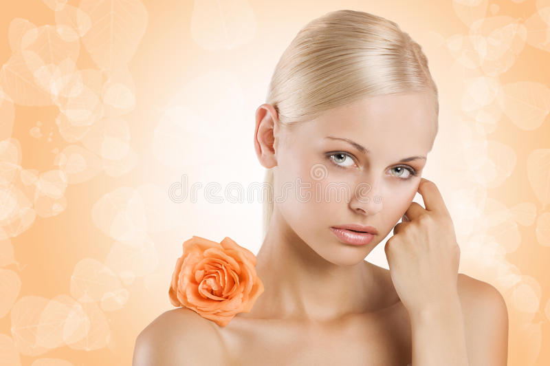 秀丽女孩橙色甜点 库存图片