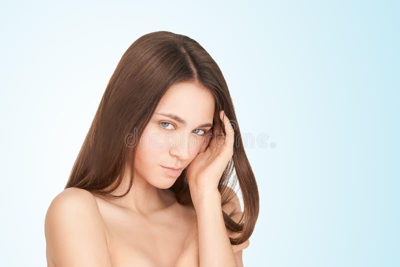 秀丽女孩面孔 面部医疗射入 医学做法 整容术画象 俏丽的白人妇女 图库摄影