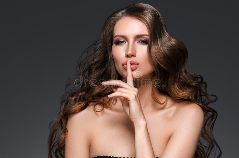 秀丽妇女面孔画象 有完善的Fr的美丽的式样女孩 库存照片