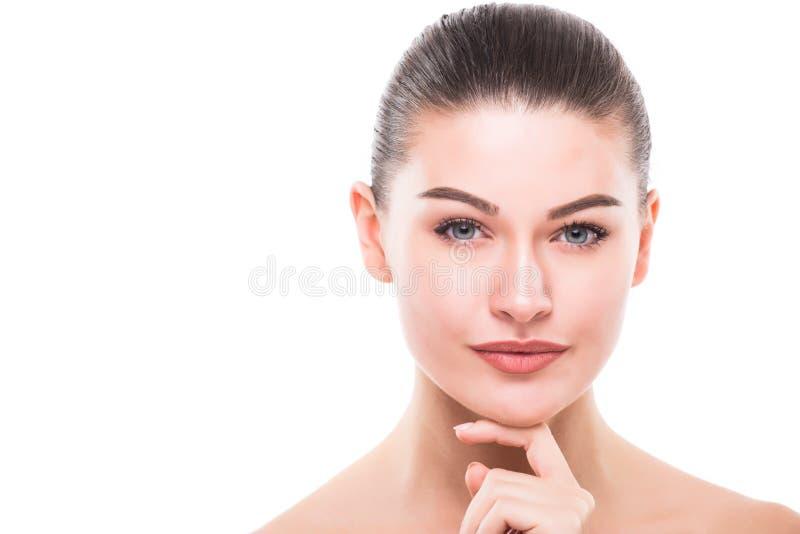 秀丽妇女面孔画象 有完善的新鲜的干净的皮肤的美丽的温泉模型女孩 免版税库存照片