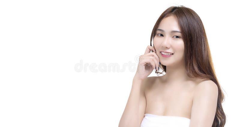 秀丽愉快的年轻亚裔女孩画象有拷贝空间医疗保健和skincare概念的 库存照片
