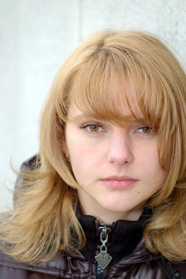 秀丽棕色头发光 免版税库存图片