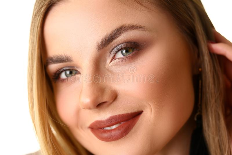 秀丽白种人年轻女人特写镜头画象  免版税库存照片