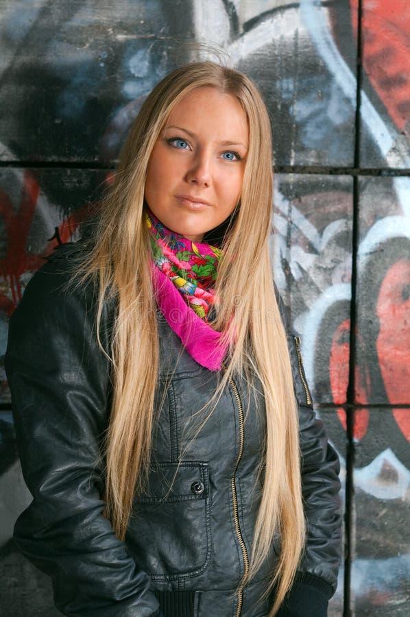 秀丽白肤金发的妇女年轻人 库存照片
