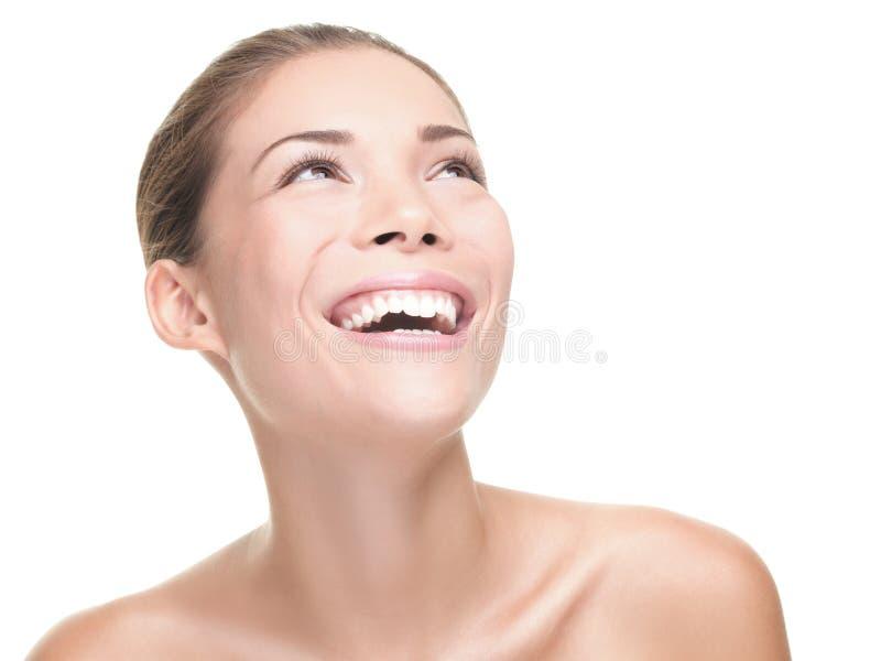 秀丽笑的妇女 免版税库存照片
