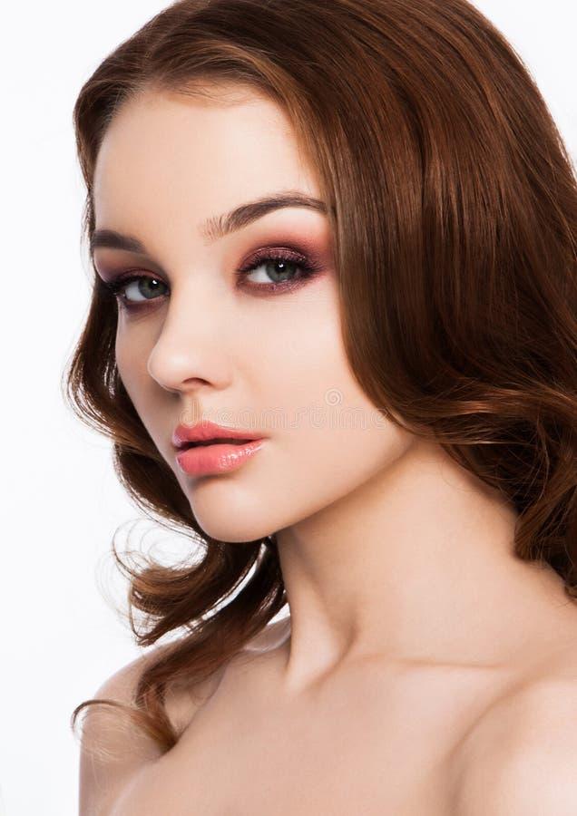 秀丽红色注视桃红色嘴唇构成时装模特儿 库存照片