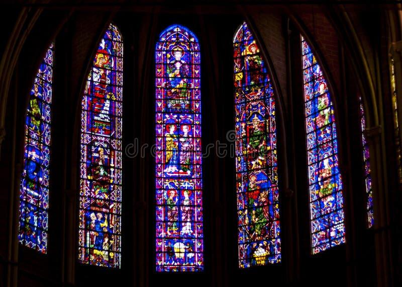 秀丽老彩色玻璃窗在我们的查家的夫人大教堂里  免版税图库摄影