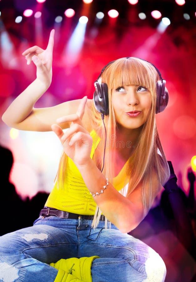 秀丽耳机妇女年轻人 免版税库存图片