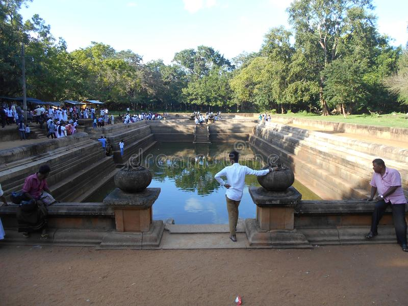 秀丽自然华美的阿努拉德普勒Kuttam Pokuna孪生筑成池塘/水池 库存照片