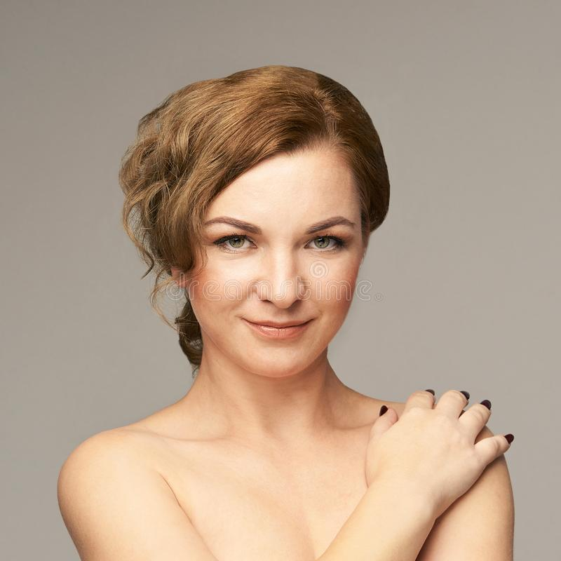 秀丽自然画象用手 整容术护肤 新女性 库存照片