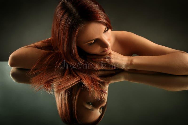 Download 秀丽 库存照片. 图片 包括有 典雅, 平稳, 设计, 摆在, 性感, 周道, 表面, 空白, 白种人, 女性 - 22350482